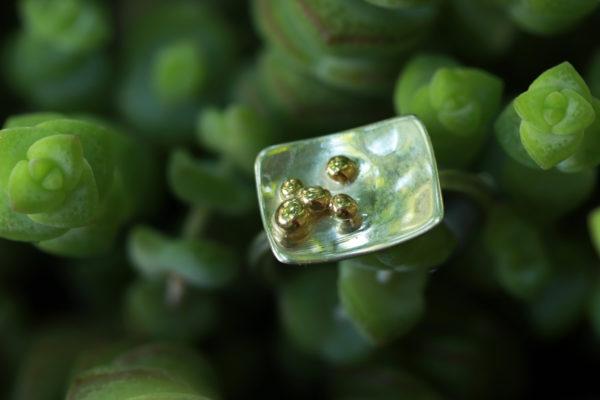 Vassaio - Bague en argent 925 bombée avec des billes d'or 18k