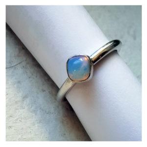 bague-en-argent-et-pierre-transparente