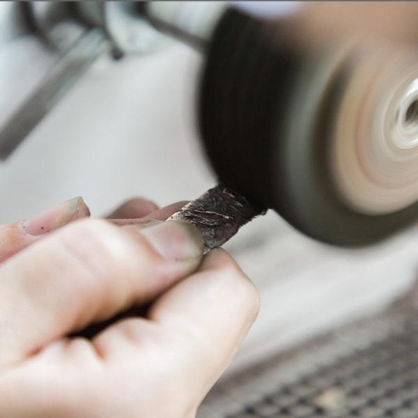 atelier-bijoux-marseille-polissage